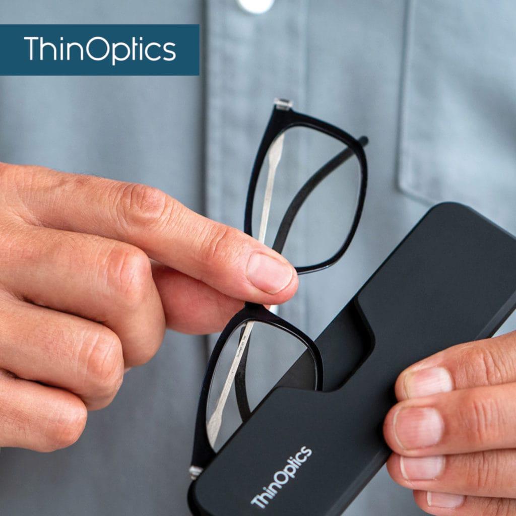 Thinoptics – משקפי קריאה דקים עם מגוון רחב של נרתיקים. הם צמודים לסמארטפון, ,במחזיק המפתחות, בכיס או בארנק